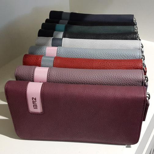 Zwei-Taschen und Börsen in zahlreichen Farben